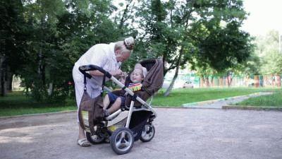 Как оплачивается больничный по уходу за ребенком  - сколько, бабушке, в стационаре