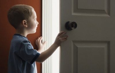 Как выписать из муниципальной квартиры несовершеннолетнего ребенка? Можно ли выписать ребенка из неприватизированной квартиры, если он в ней не проживает?