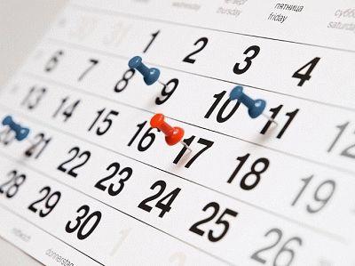 Отпуск при срочном трудовом договоре: положен ли работнику очередной отдых и нужно ли включение в график, какова компенсация за неиспользованные дни при увольнении?