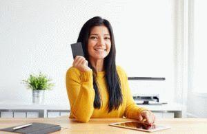 При смене фамилии нужно ли менять банковскую карту