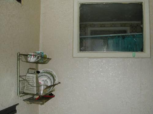 Демонтаж заложенного ранее окна в ванной комнате